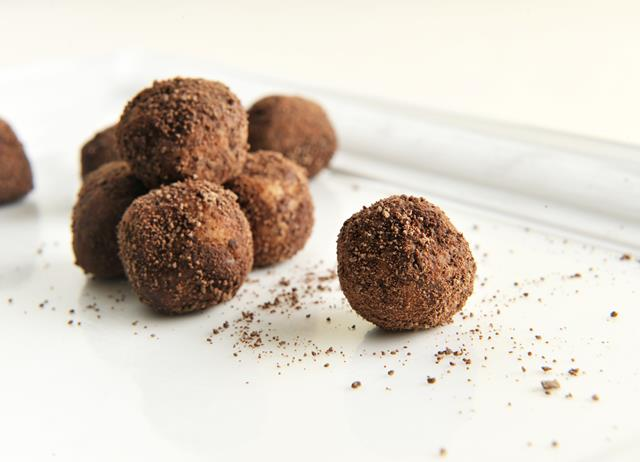 White chocolate and tonka bean truffles