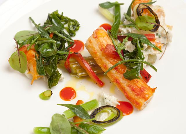 Alaska king crab, leeks, red pepper and cardamom dressing and sea vegetable salad