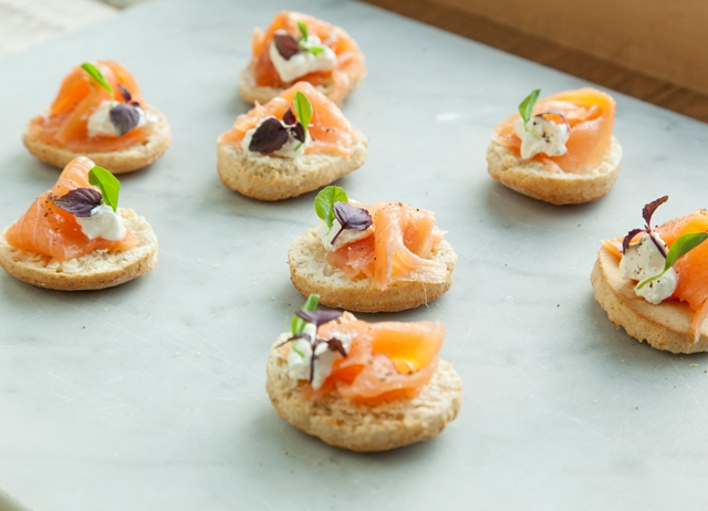 Whole wheat and quinoa biscuit with smoked salmon