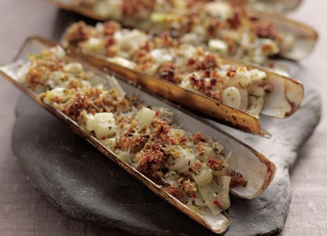 Grilled razor clams with chilli, fennel and thyme