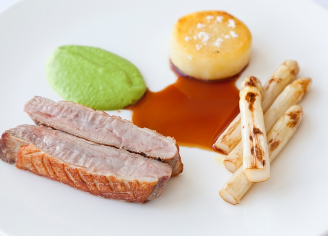 Roast duck breast with white asparagus, pea cream and Meantime beer gravy