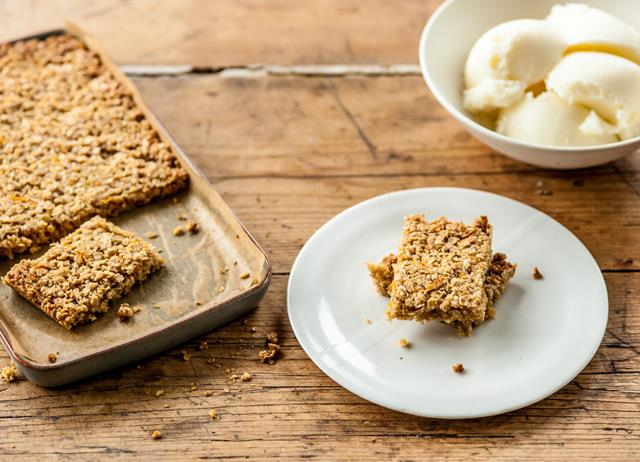 Honey flapjack with frozen yoghurt