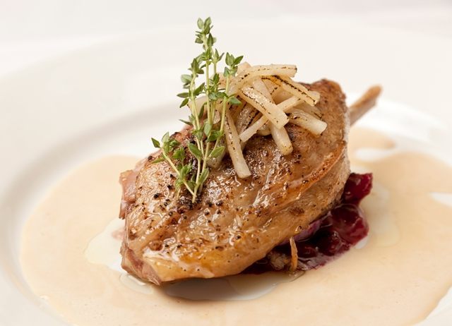Confit duck leg, braised red cabbage, green peppercorn sauce, caramelised apples