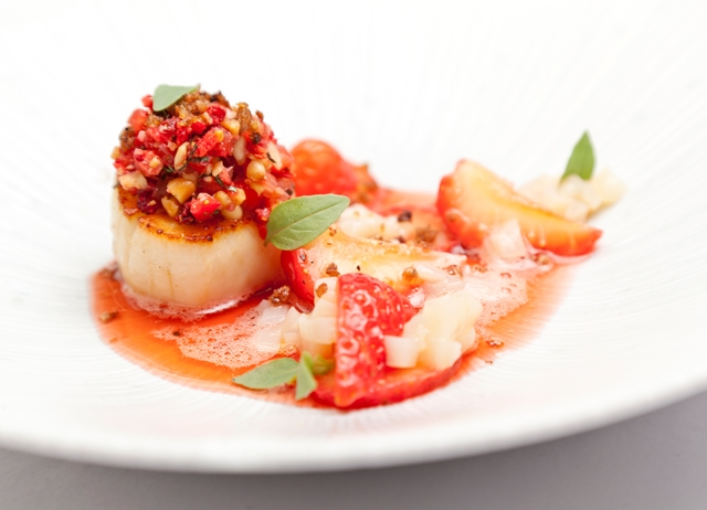 Scallops, strawberries and balsamic