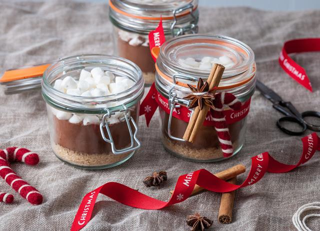 Spiced Christmas hot chocolate kit