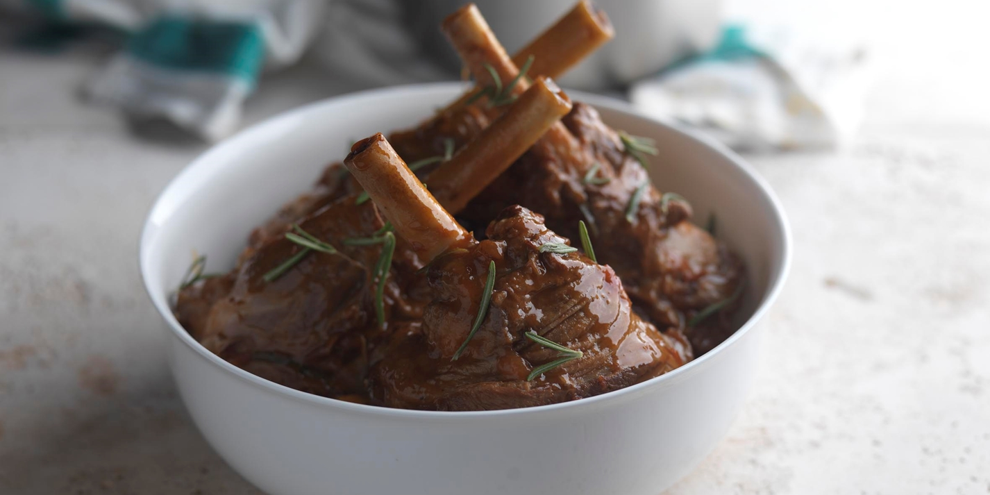 Lamb shanks with tomato and rosemary