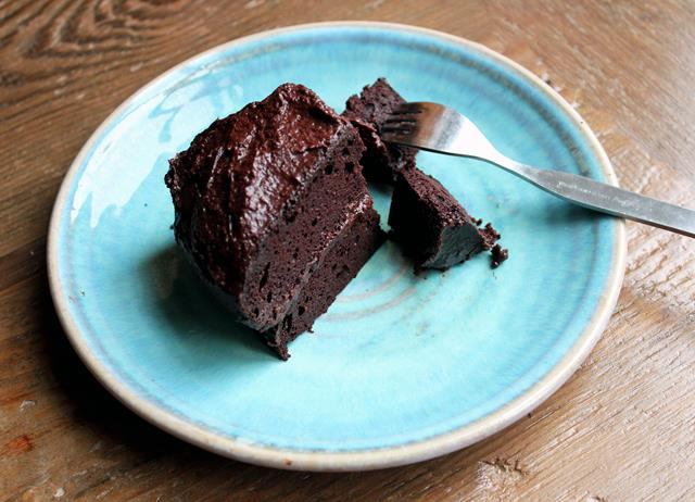 Gluten and sugar-free chocolate supreme cake