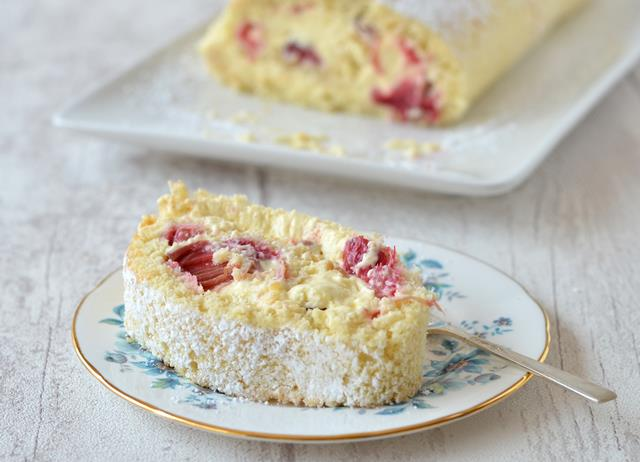 Rhubarb and custard roulade