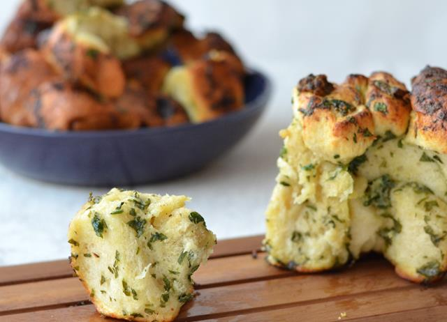 Roasted garlic and herb monkey bread