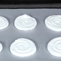 How to pipe circles for baking meringues