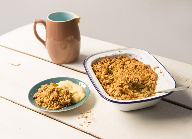 Gluten-free apple and ginger crumble