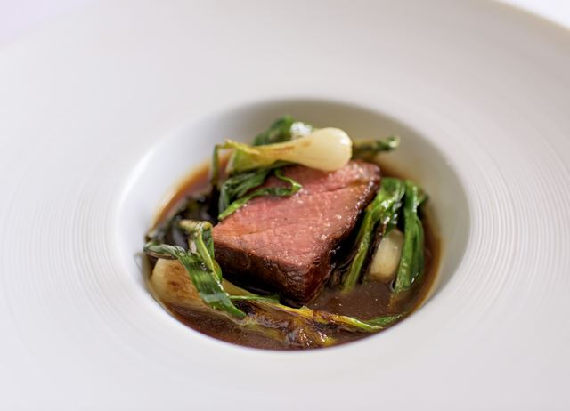 Barbecue beef sirloin, grilled onions and caramelised onion broth