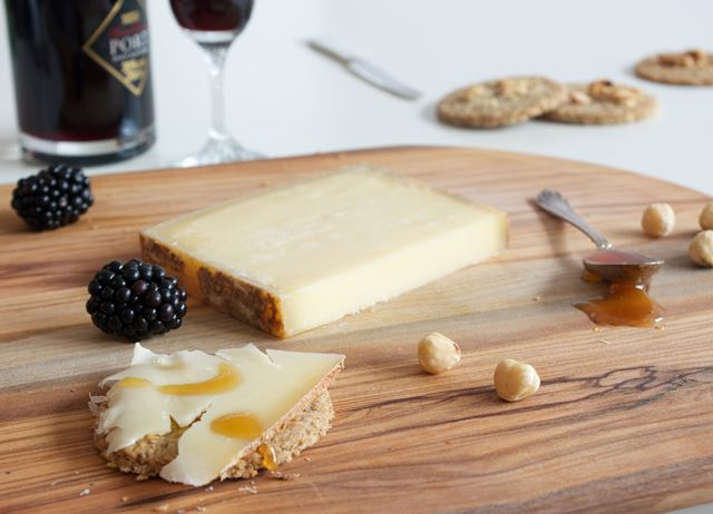 Le Gruyère Reserve AOP cheeseboard with buckwheat oatcakes