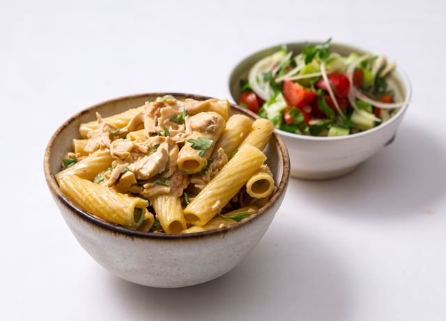 Tortiglioni with chicken and lemon sauce