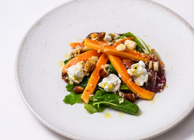 Papaya salad with goat's cheese and brazil nuts